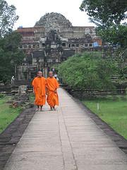 monks at angkor thom